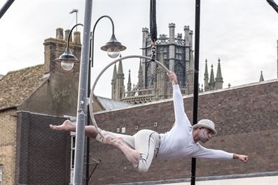 Outdoor Dance-Circus Show Proves a Massive Hit!